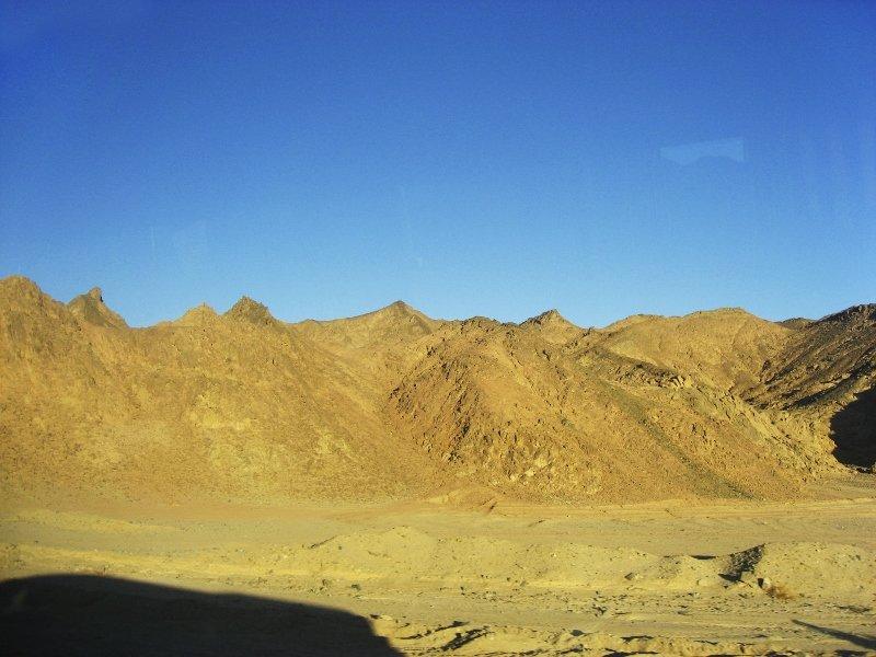 Египет, горы, Аравийская пустыня, из Хургады в Луксор, рассвет в пустыне