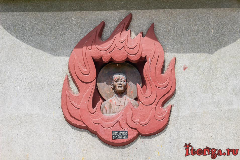 Пагода Лонг Сон, Нячанг, большой Будда