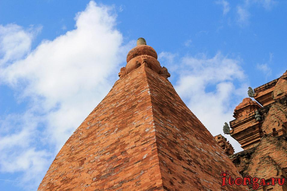 Чамские башни Понагар, Нячанг, Вьетнам