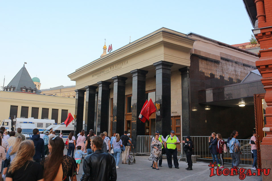 Красная площадь, Москва, станция метро,