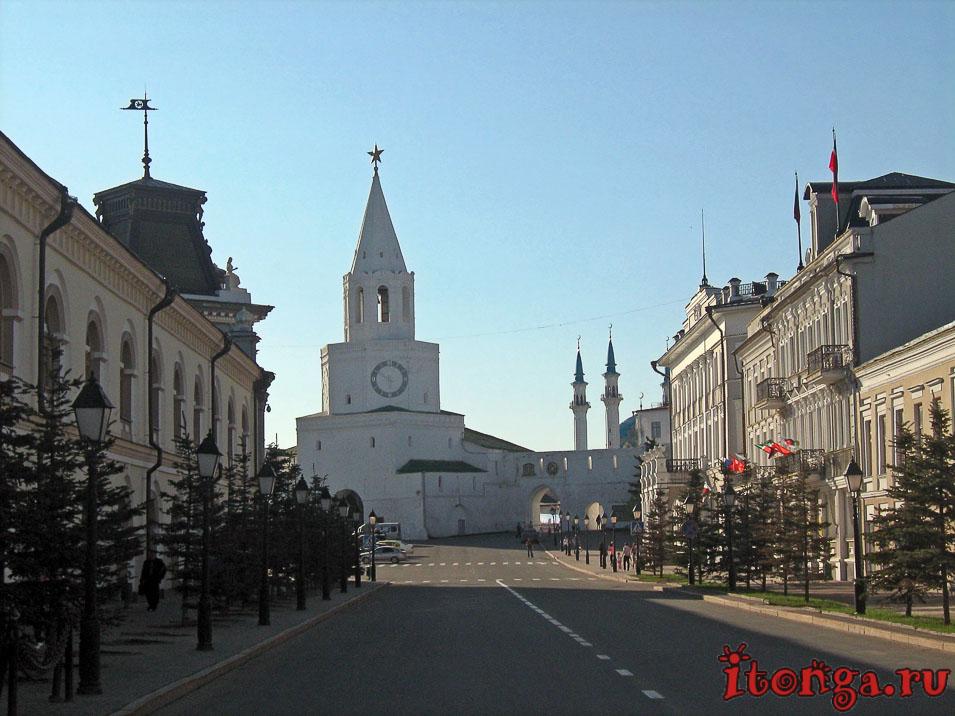 Кремль в Казани, Спасская башня, Кремлёвская улица