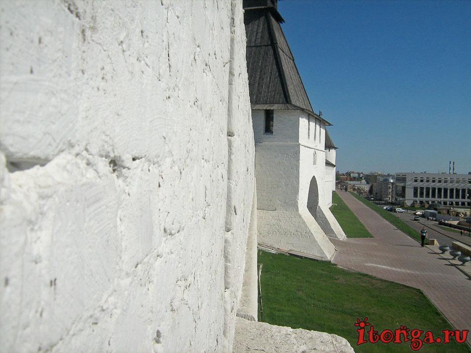 белый Кремль в Казани