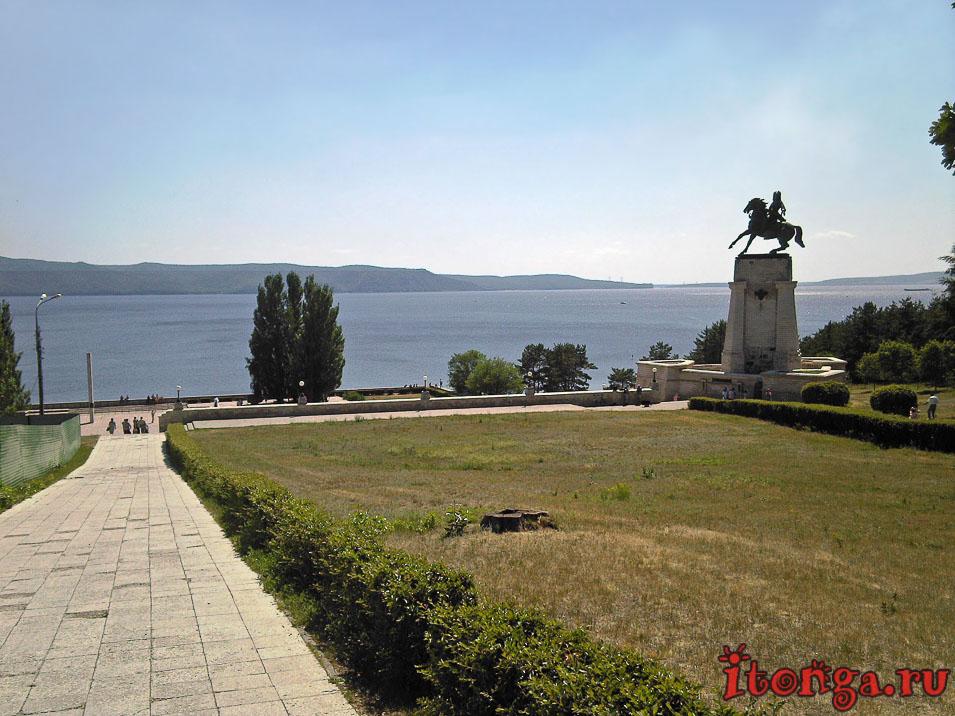 памятник Татищеву, куда сходить в Тольятти