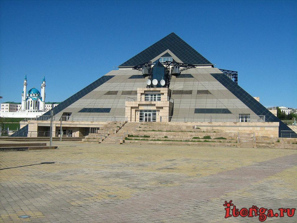 ТЦ Пирамида, площадь Тысячелетия Казани