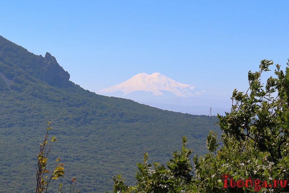 Вид на Эльбрус из Железноводска, Кавказ, горы