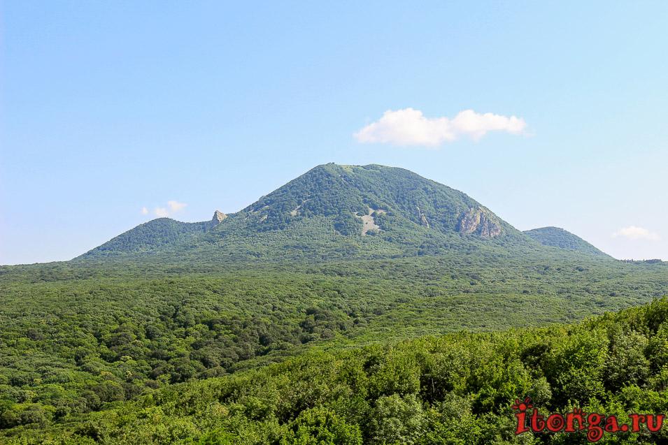 вид на Бештау с горы Медовой