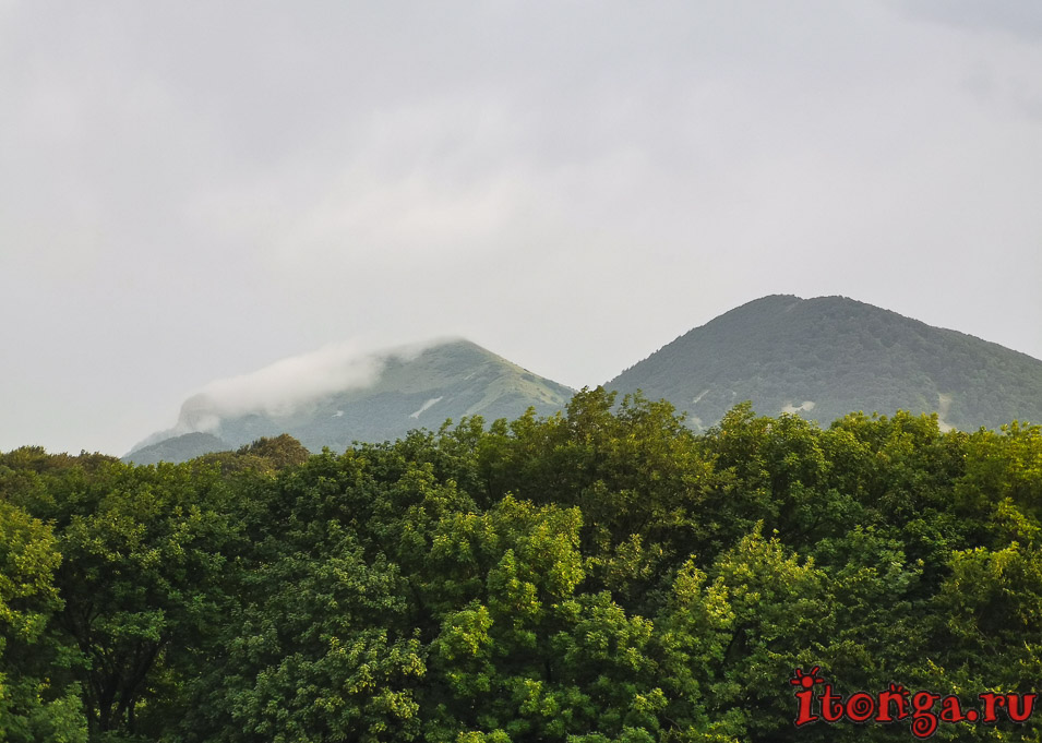 вершина Бештау в облаках