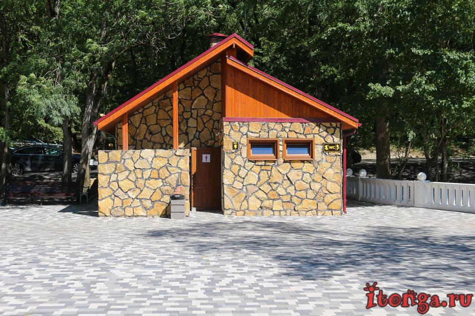 курортное озеро в Железноводске, туалет