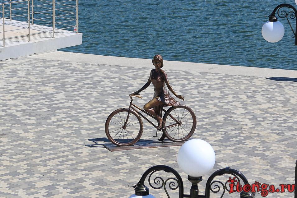 велосипедистка, озеро в Железноводске, озеро 30 лет Победы