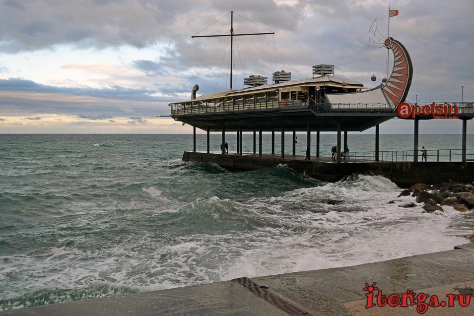 набережная ялты, крым, черное море