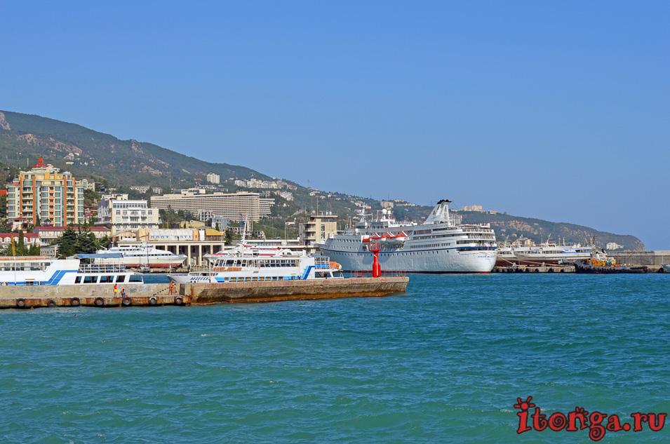 порт в ялте, черное море, крым