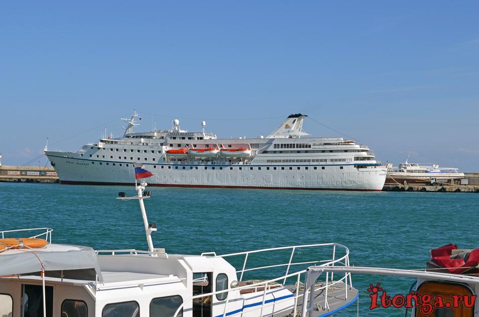 набережная ялты, порт, лайнер, черное море