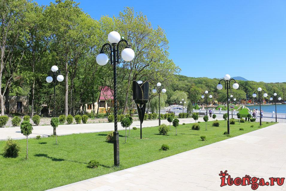 Феррум площадь, курортное озеро в Железноводске