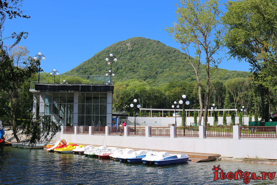 прокат катамаранов на озере в Железноводске