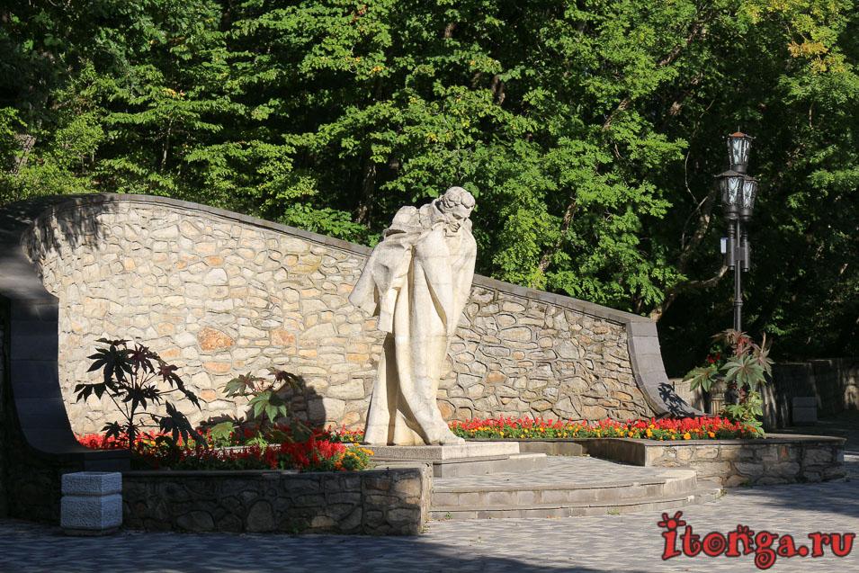 памятник Пушкину в Железноводском парке