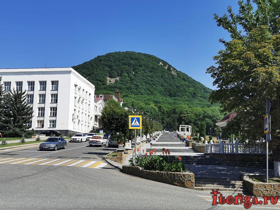 гора Железная, центральный вход в парк Железноводска