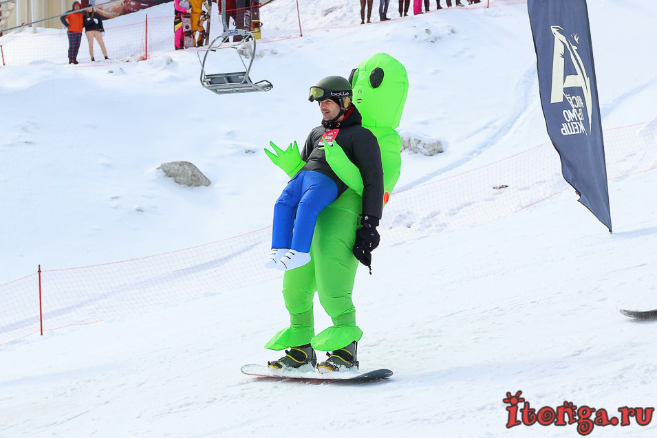 Грелка Фест, спуск в карнавальных костюмах в Шерегеше, инопланетянин