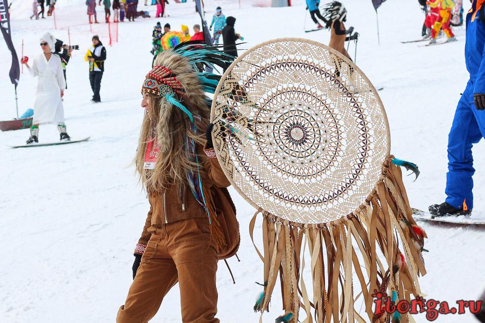 Грелка Фест, спуск в карнавальных костюмах в Шерегеше, индейцы