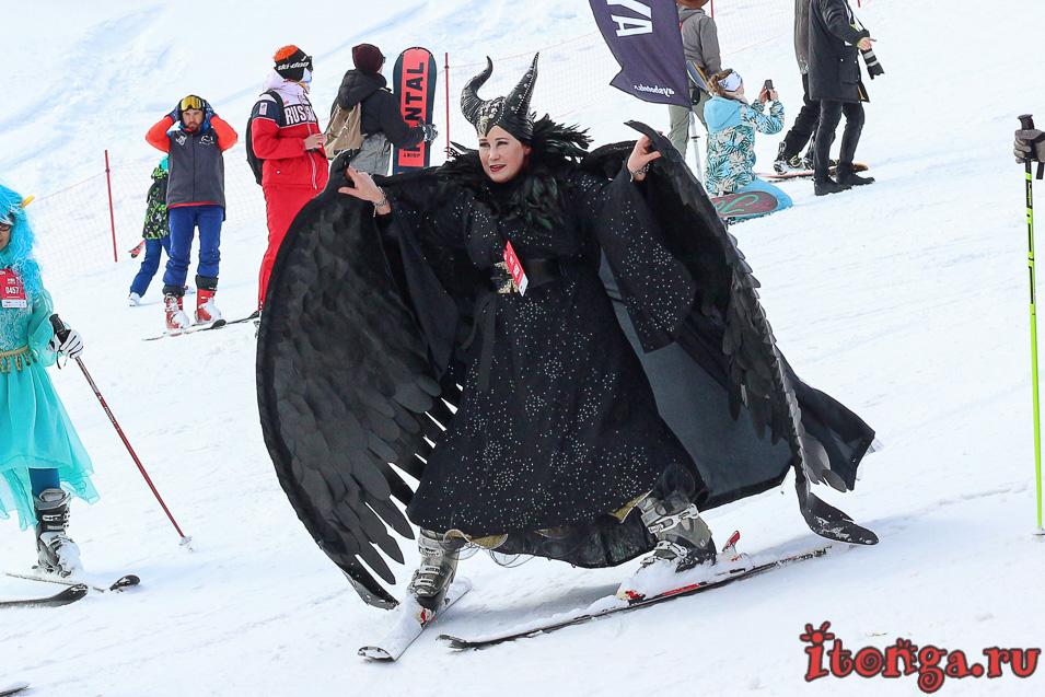 Грелка Фест в Шерегеше, спуск в карнавальных костюмах, Малифисента