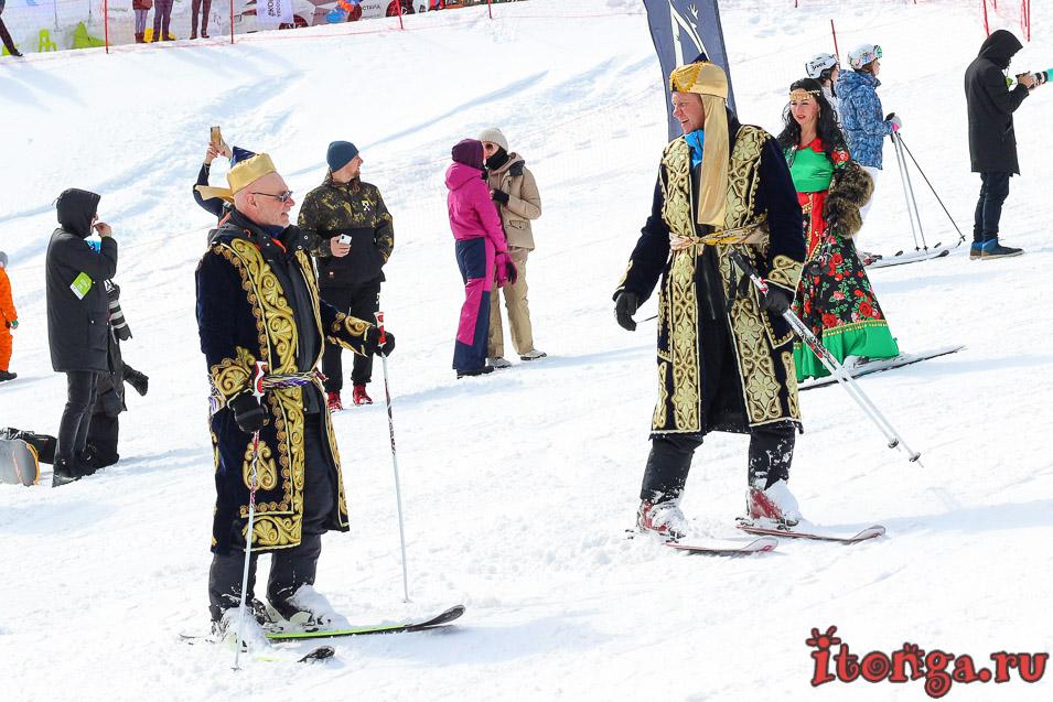 Грелка Фест в Шерегеше, спуск в карнавальных костюмах