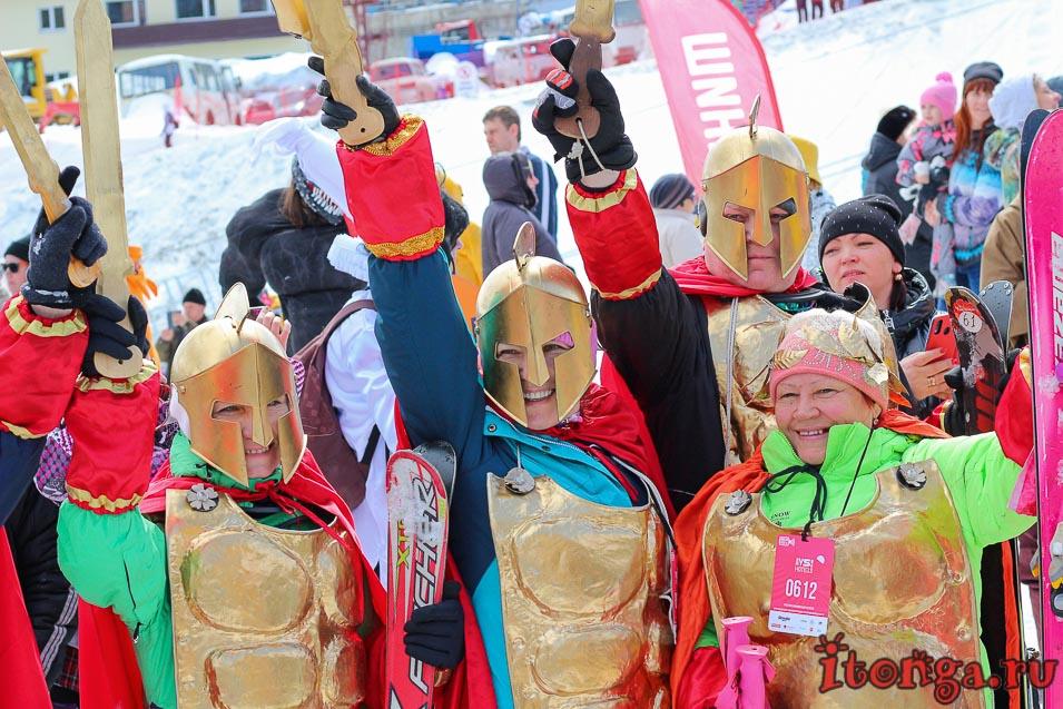 Грелка Фест, Шерегеш, спуск в карнавальных костюмах, спартанцы