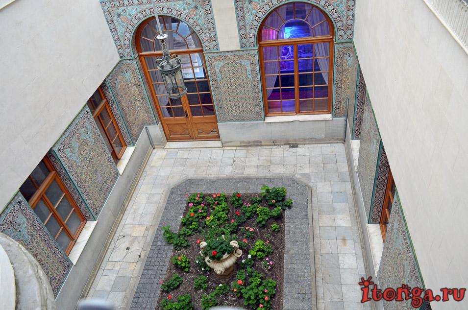 арабский дворик, ливадийский дворец в крыму, ялта