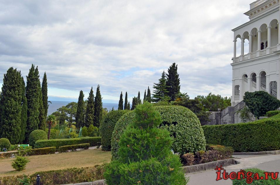 ливадийский дворец в крыму, ялта, парк