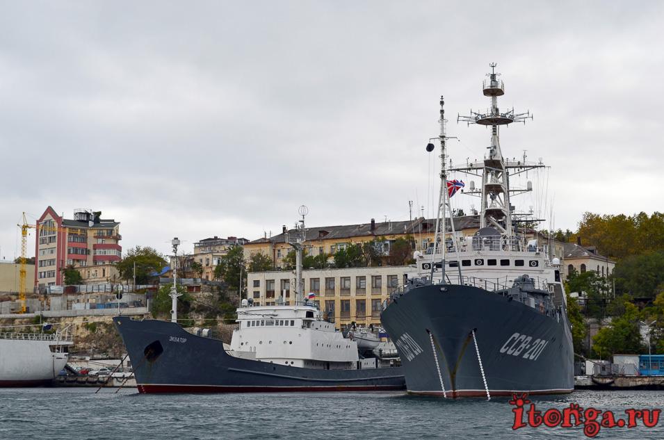 морская прогулка в севастополе, крым, военные корабли
