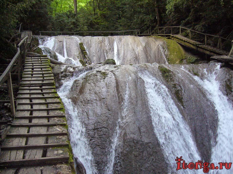экскурсии из Лазаревского, 33 водопада