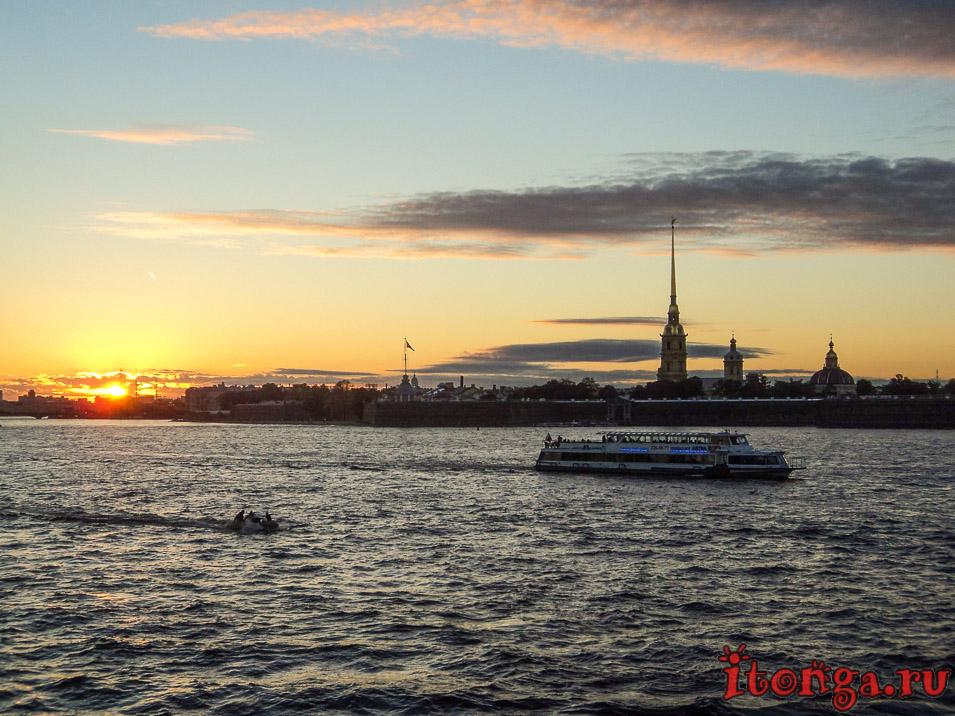 куда поехать в августе в России, Санкт-Петербург